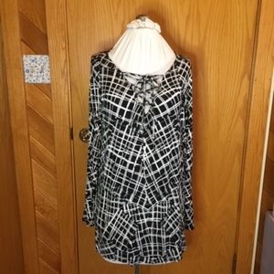 APT 9 black and white top Size 1X